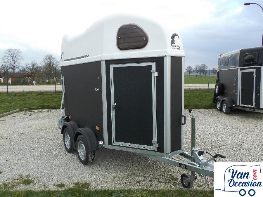 van suit cheval libert gold junior neuf van occasion. Black Bedroom Furniture Sets. Home Design Ideas