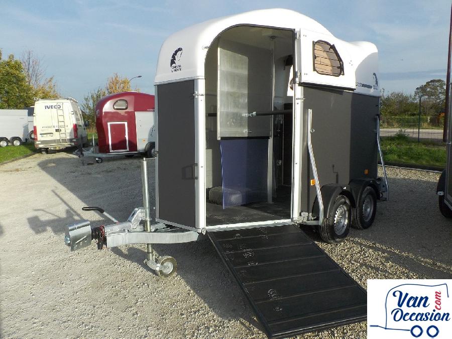 vans chevaux occasion. Black Bedroom Furniture Sets. Home Design Ideas
